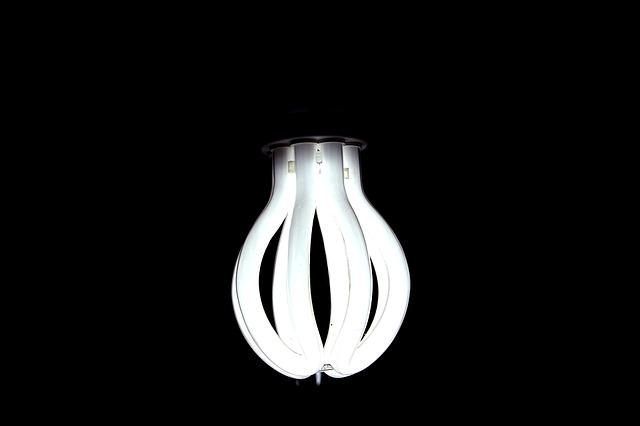 Lampe connectée : 10 lampes adaptées à vos humeurs pour un intérieur qui vous ressemble