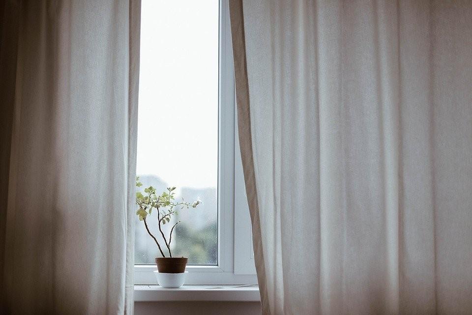 vitre et rideau