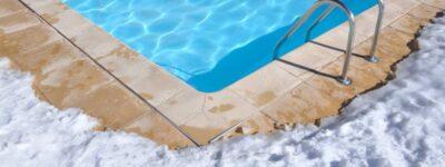 Comment traiter l'eau de sa piscine en hiver ?