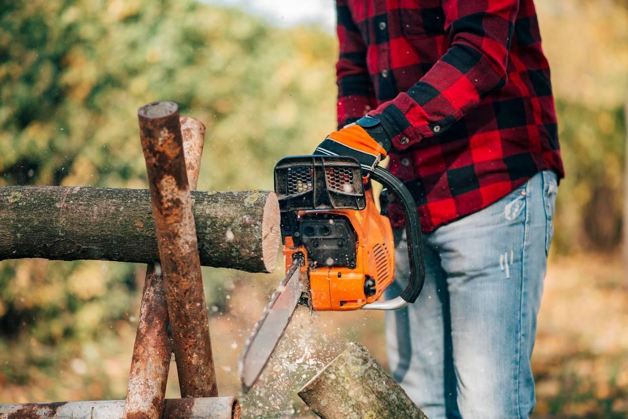 matériel pour débiter le bois tronçonneuse