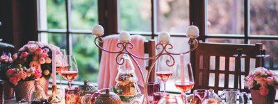 Comment décorer votre table avec un mélange de fêtes et de quotidien